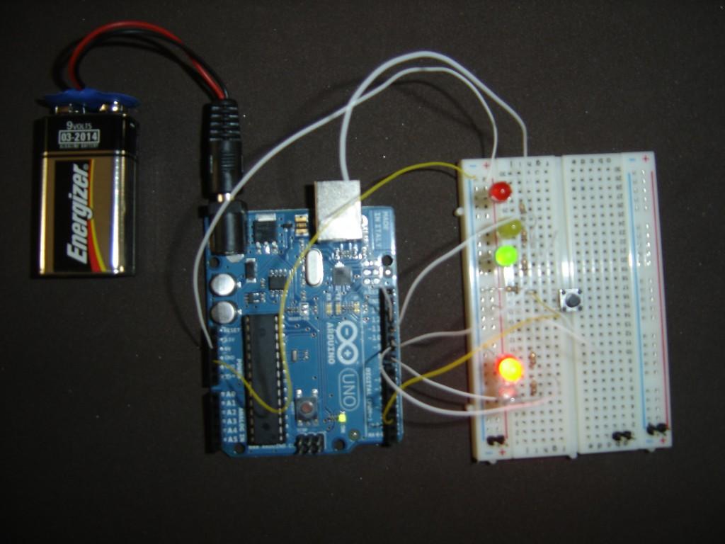 Arduino con circuito de Semáforo
